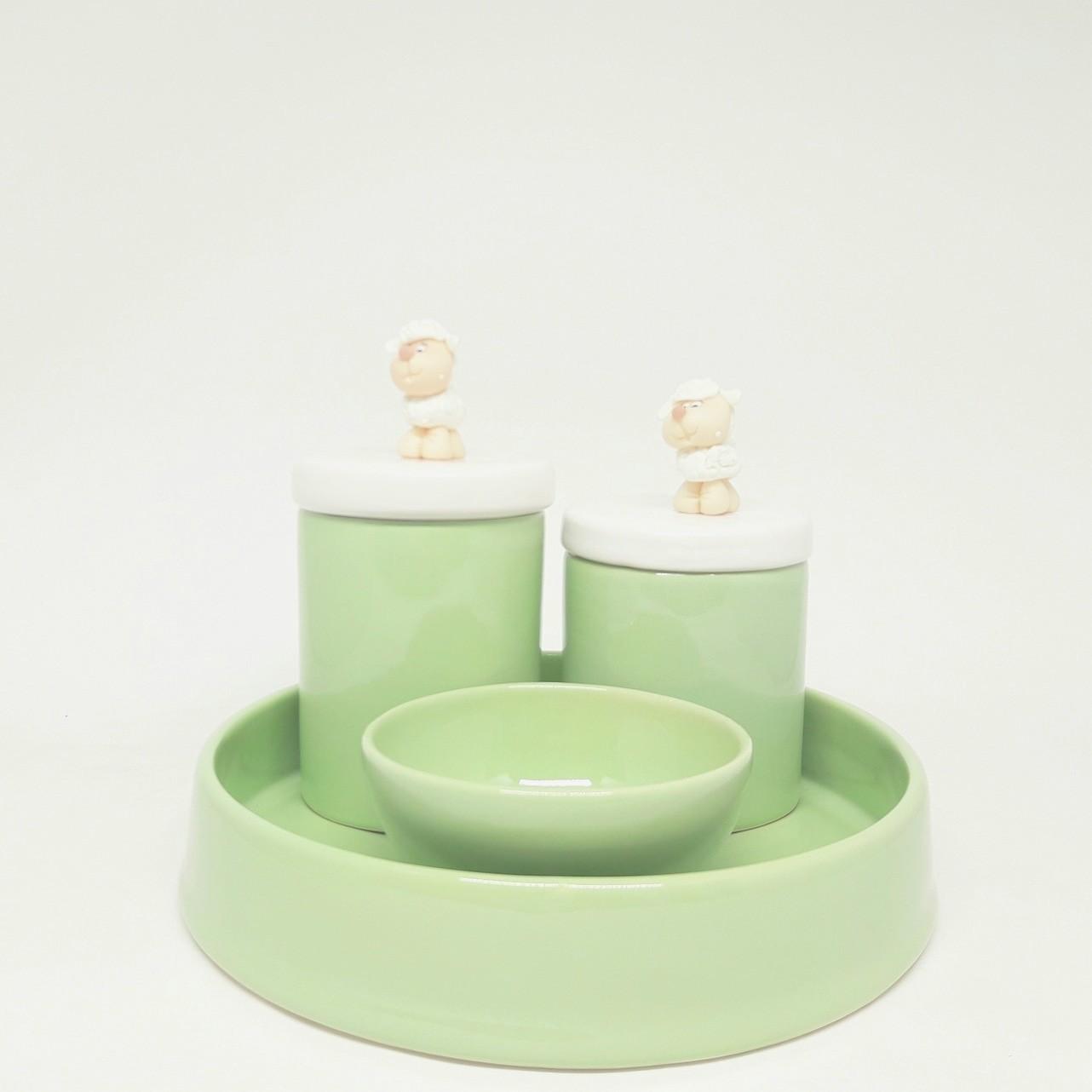 Kit Higiene Bebê Cerâmica verde com apliques de ovelhinha em biscuit
