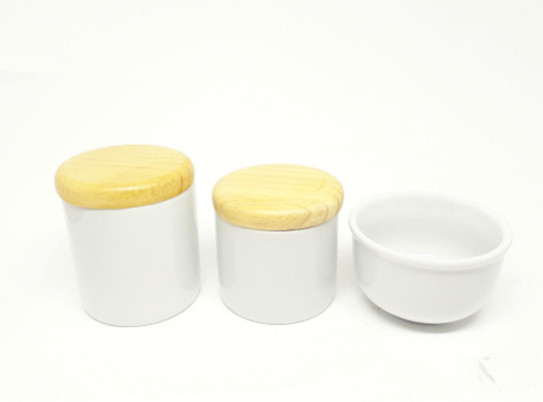 Kit Higiene Bebê Porcelana Branca | Tampas Madeira Pinus Rústicas | 3 peças