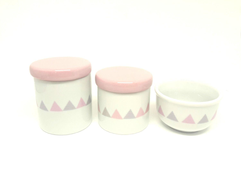 Kit Higiene Bebê Porcelana | triângulos em cinza e rosa/ tampas rosas