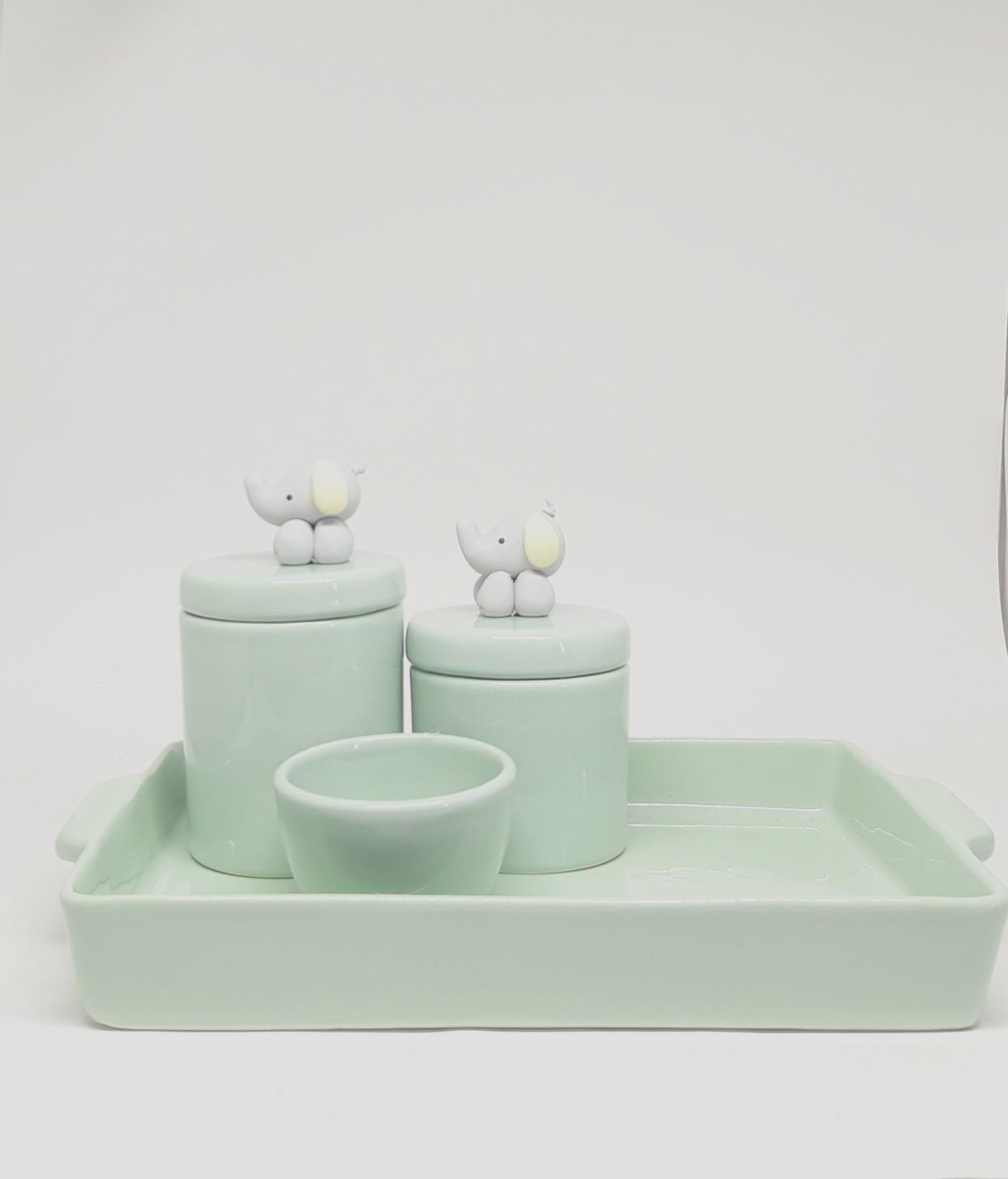 Kit higiene em cerâmica verde bebê com bandeja e elefantinhos em biscuit