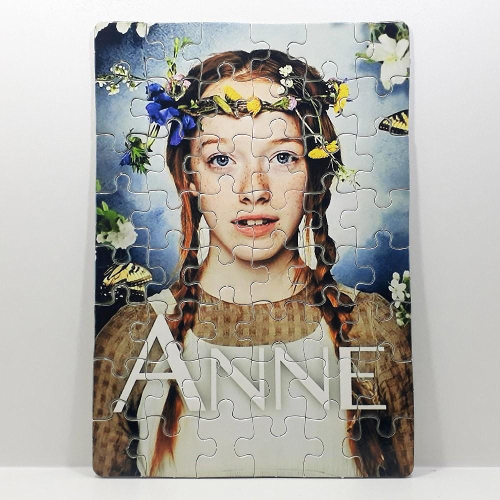Caneca Porcelana Anne with an E com quebra-cabeça 60 peças