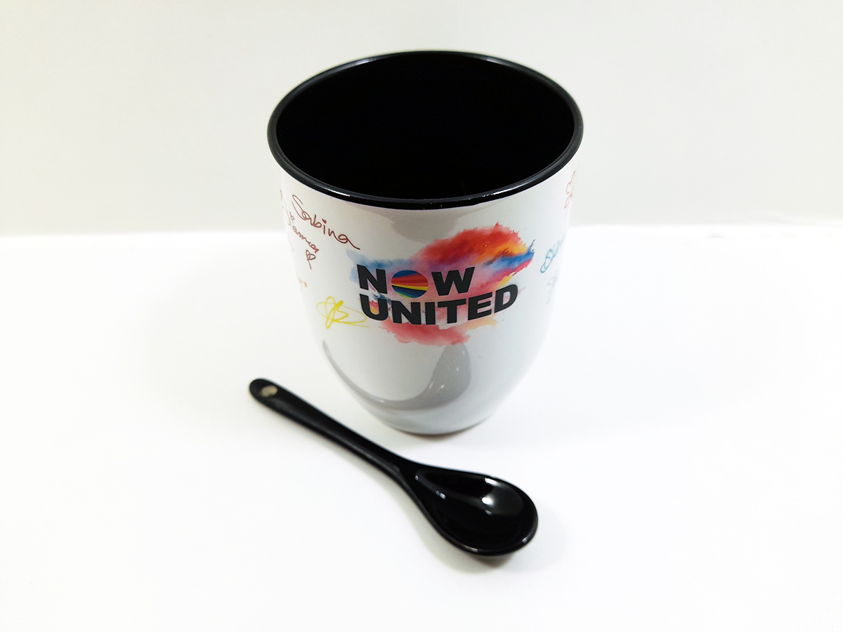 Caneca com colher Now United Colorida lançamento 2021 + Chaveiro