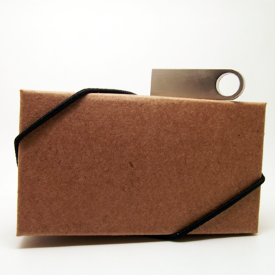 Kit caixa kraft + pendrive P041 prata 8 GB personalizado - 10 peças