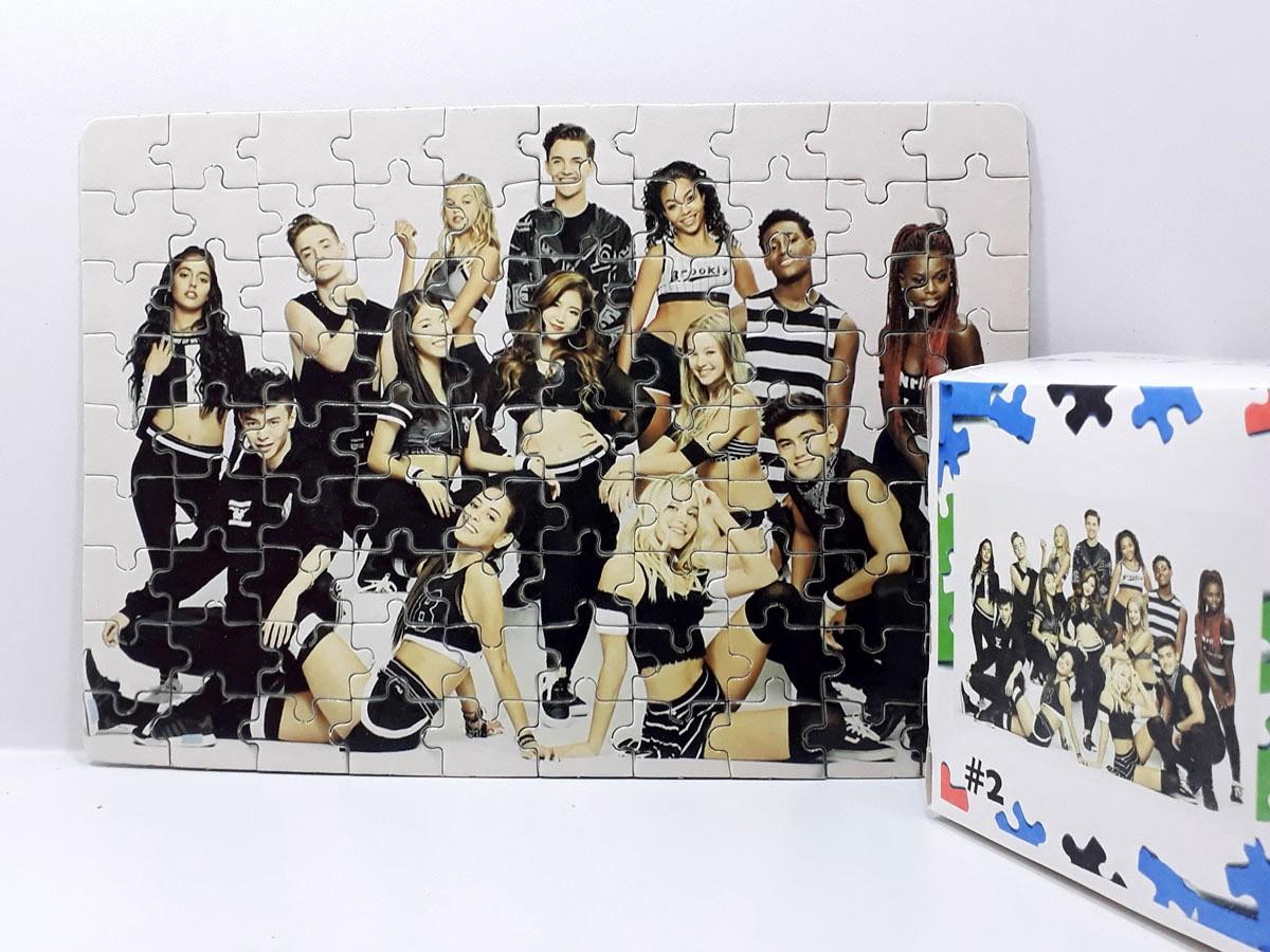 Kit Especial 3 Quebra-cabeças Now united de 90 peças com caixa