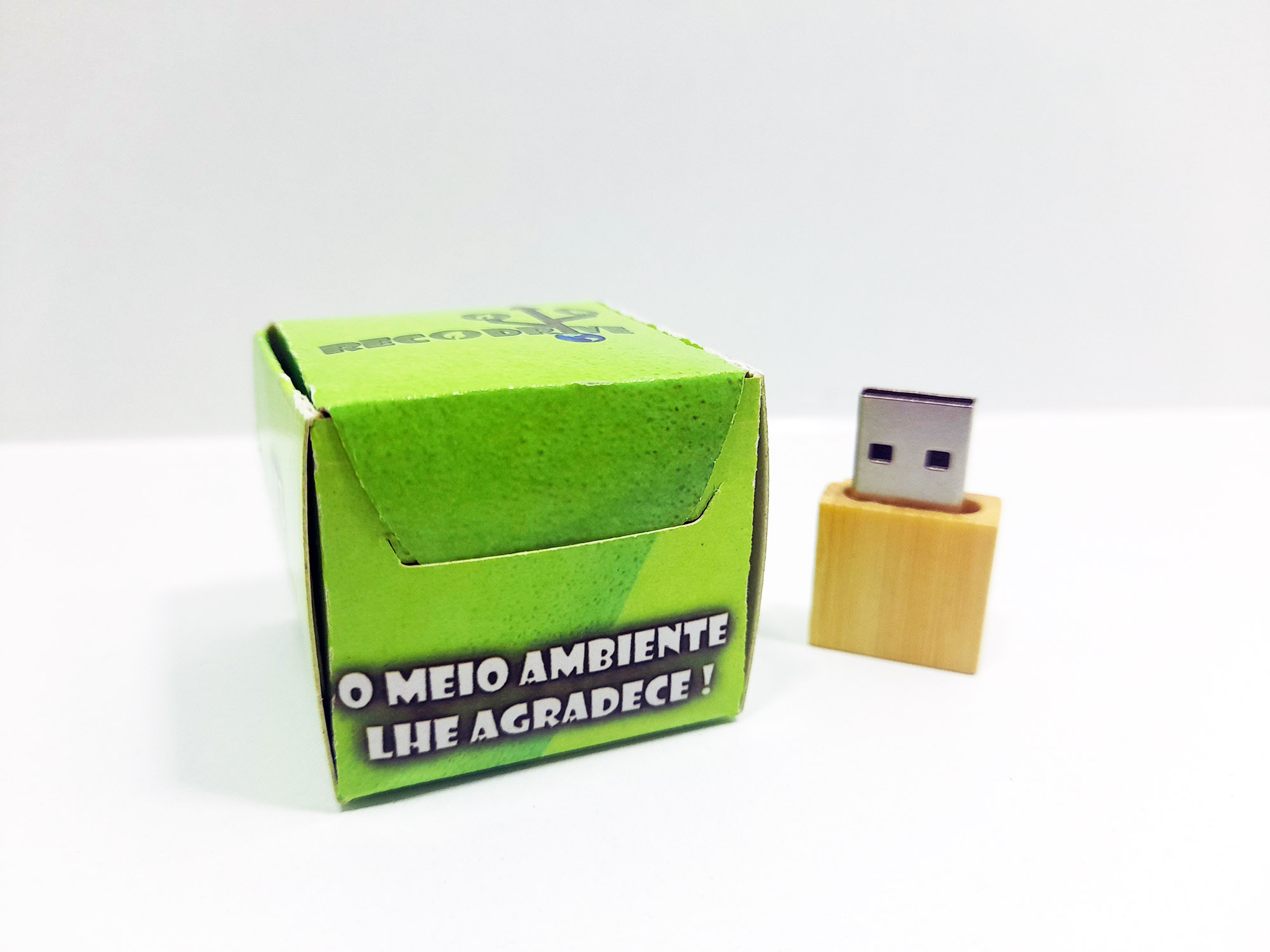 Linha rECOdrive - Pendrives Ecologicos Sustentáveis - Fit Wood 8 GB e 16 GB - Exclusivo