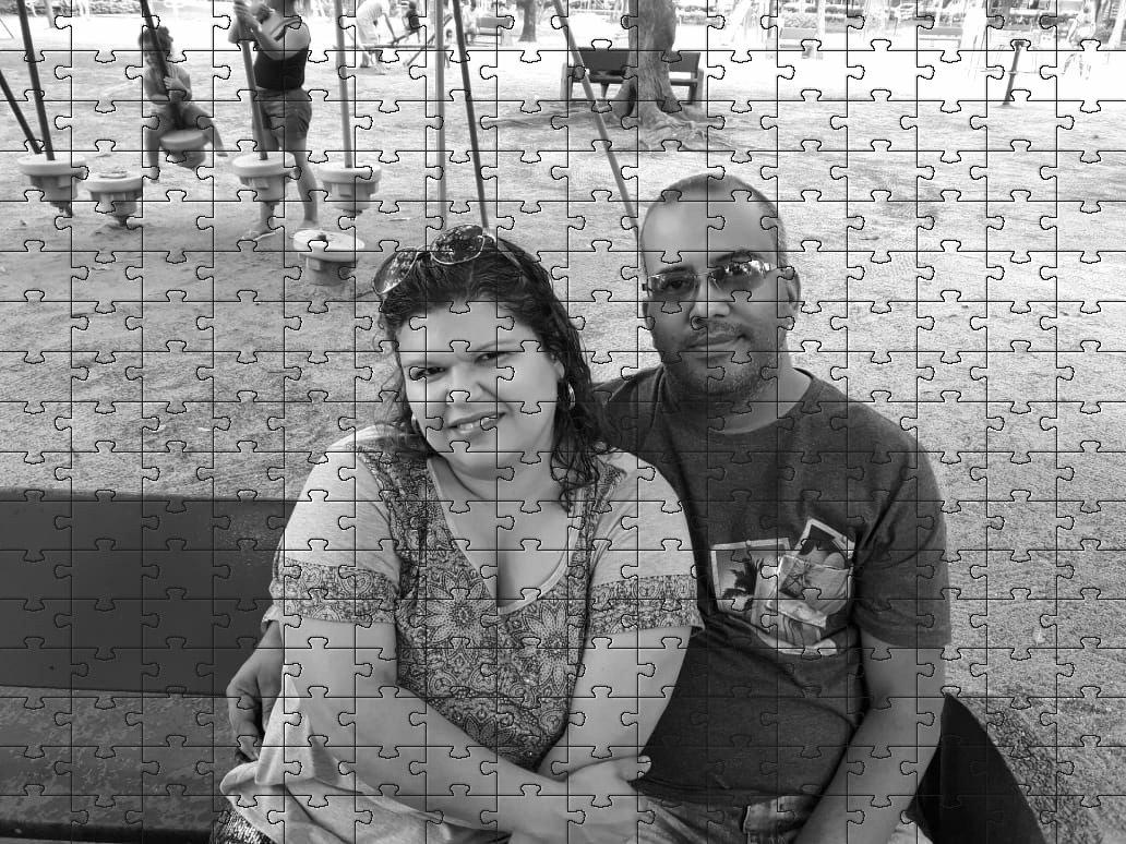 Quebra Cabeça Foto Preto e Branco Namorados 90 peças + Chaveiros