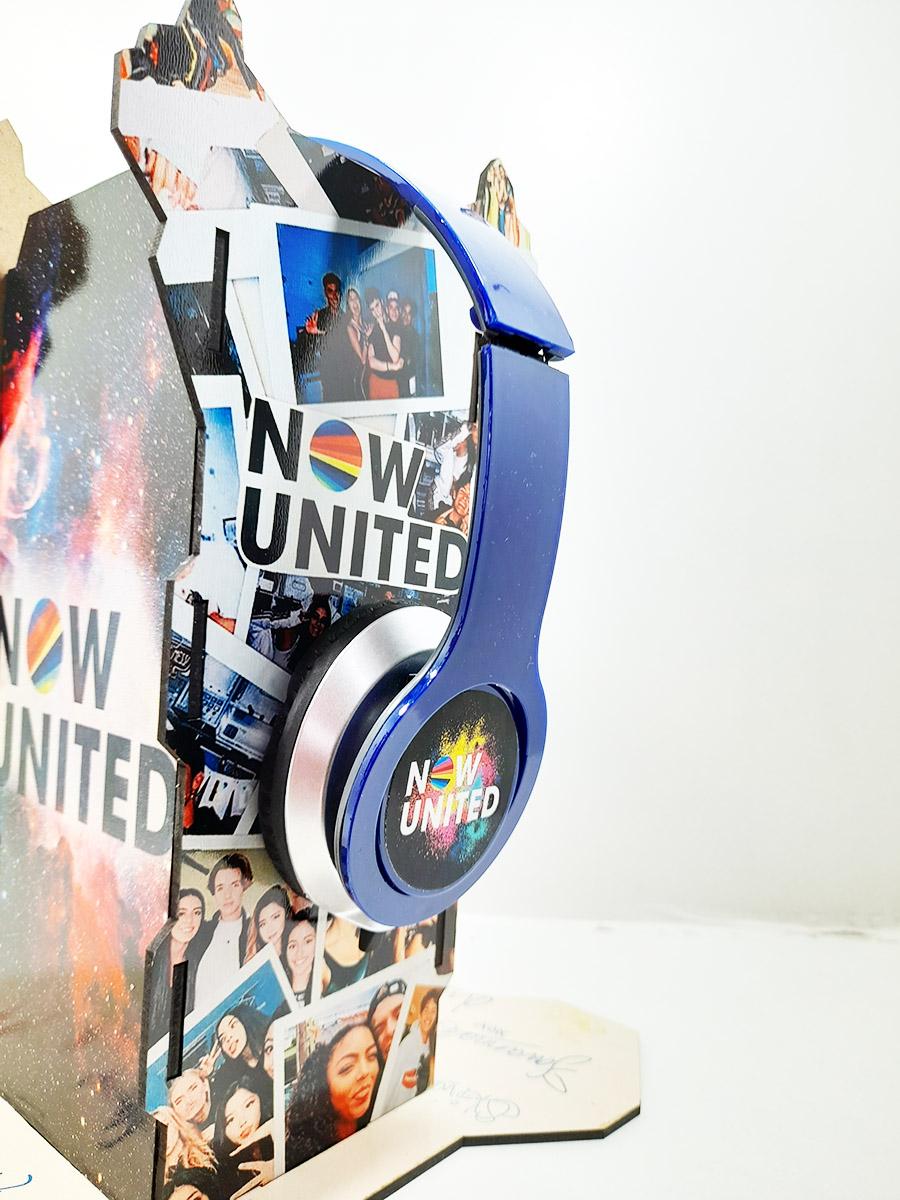 Suporte Personalizado Now United para Headset + Fone de Ouvido + Caneca