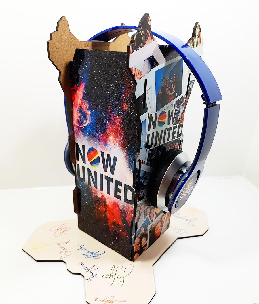 Suporte Personalizado Now United para Headset + Fone de Ouvido + Chaveiro