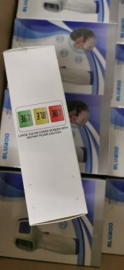 Termômetro infravermelho mede temperatura humana
