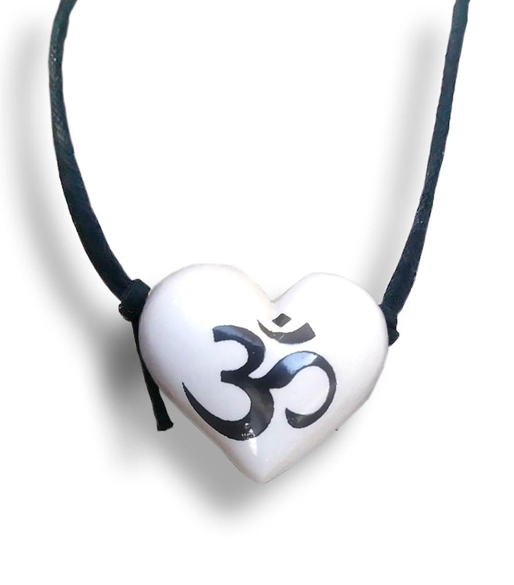Colar Aromatizador Coração Branco Símbolo Sagrado OM Difusor Pessoal Ortega