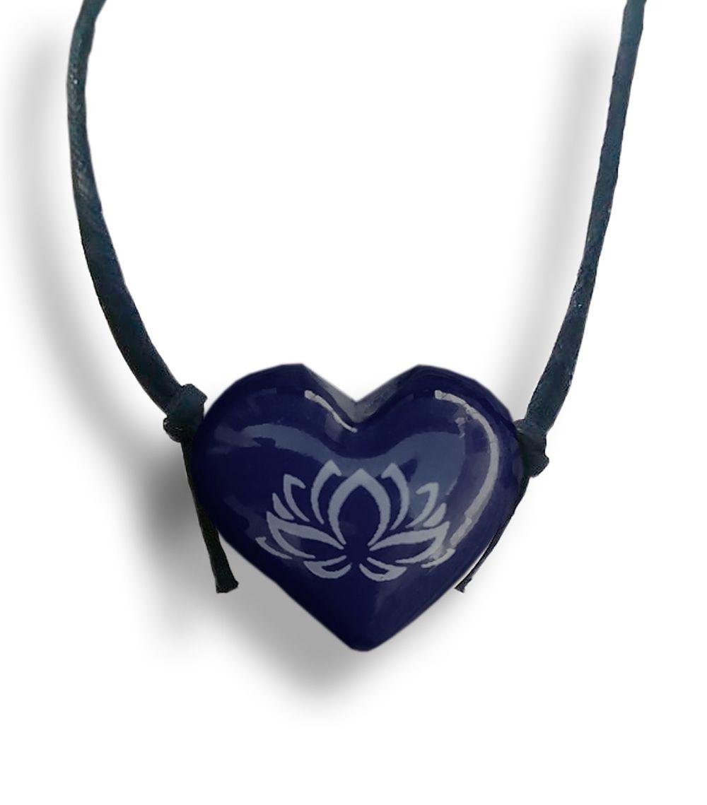 Colar Aromatizador Coração Flor de Lotus Azul Difusor Pessoal - Ortega