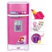 Geladeira Infantil Com Água Na Porta E Acessórios Magic Toys