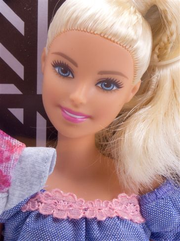 Boneca Barbie Série Fashionista- Mattel-FRY79