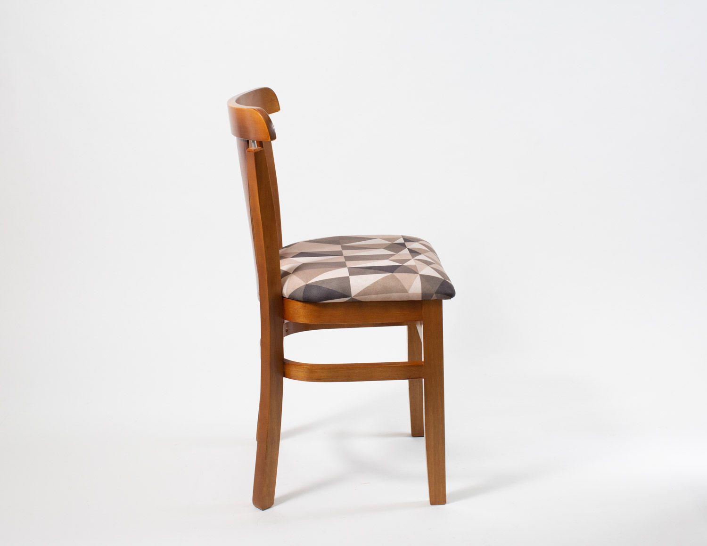 Cadeira de Madeira Reforçada