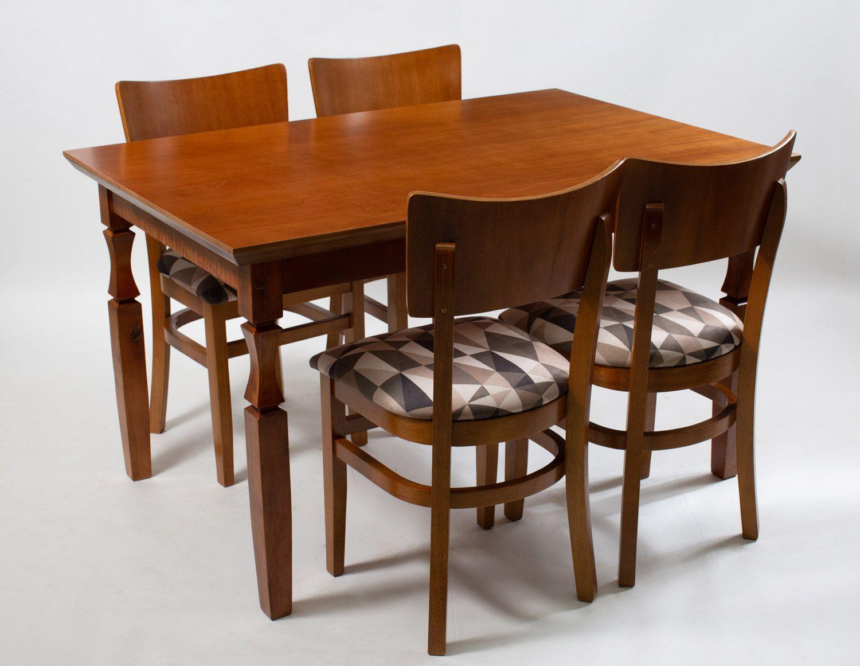 Jogo Mesa Retangular com 4 Cadeira de Varanda de Madeira Estofada
