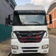 Acabamento Superior Central Para-Choque Dianteiro para Caminhão Mercedes-Benz Axor