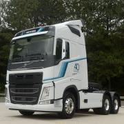 Emblema Transversal Grade para Caminhão Volvo Fh após 2015 Cinza