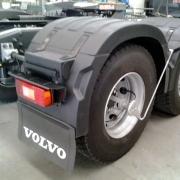 Par Centro Para-lama Volvo FH New (2 Centro Para-lama + 8 Presilhas)