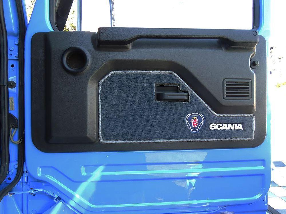 Sobre Forro de porta em Carpete Compatível com o Caminhão Scania 113
