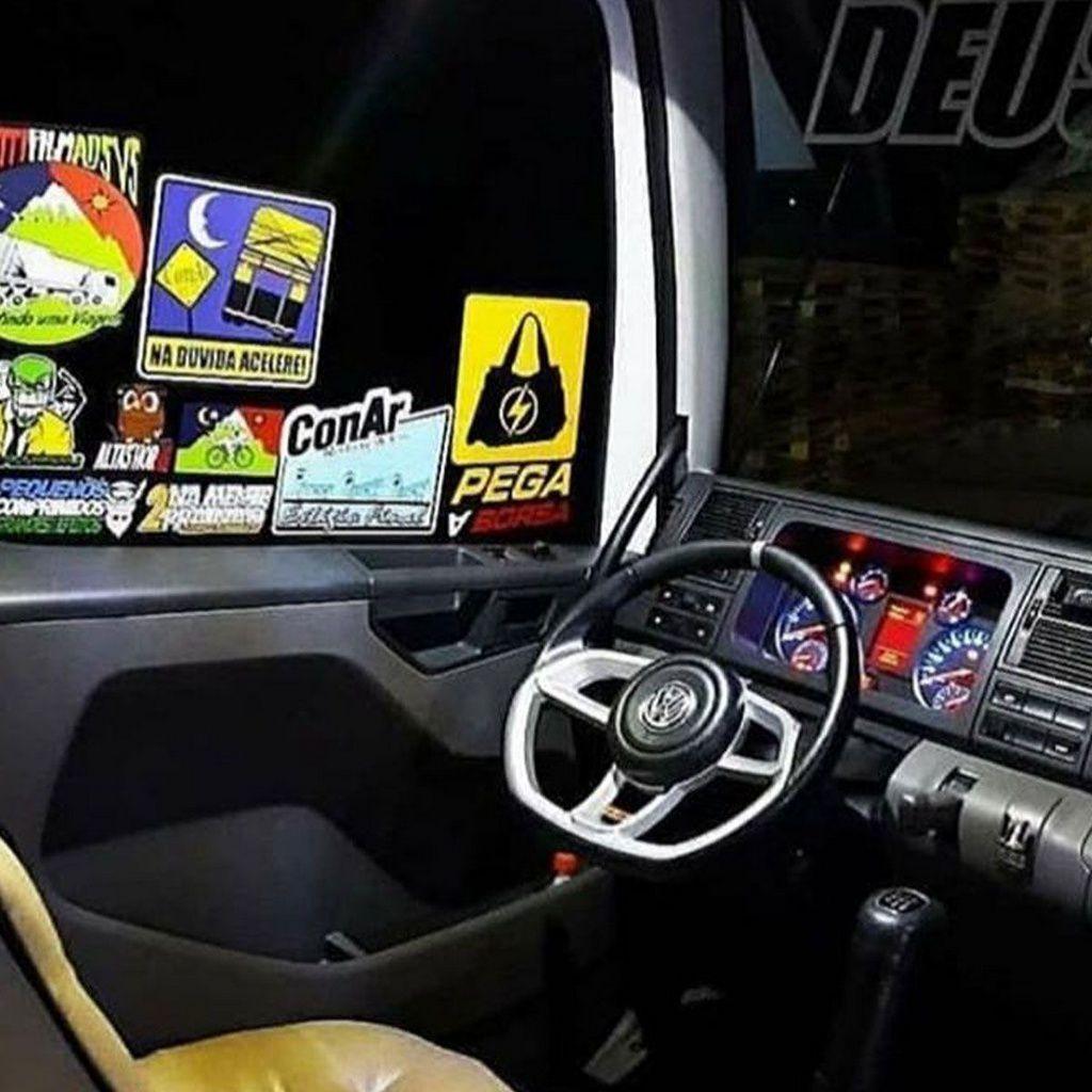 Volante esportivo para caminhão Volvo FH c/cubo mod Camaro