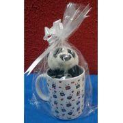 Caneca de Porcelana 330ml Ursinho com o tema: Corações Românticos  . Acompanha Pelúcia Panda 15cm