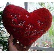Coração Romântico de Pelúcia 25cm com a frase: Eu te Amo ! Presente Ideal para quem você ama!