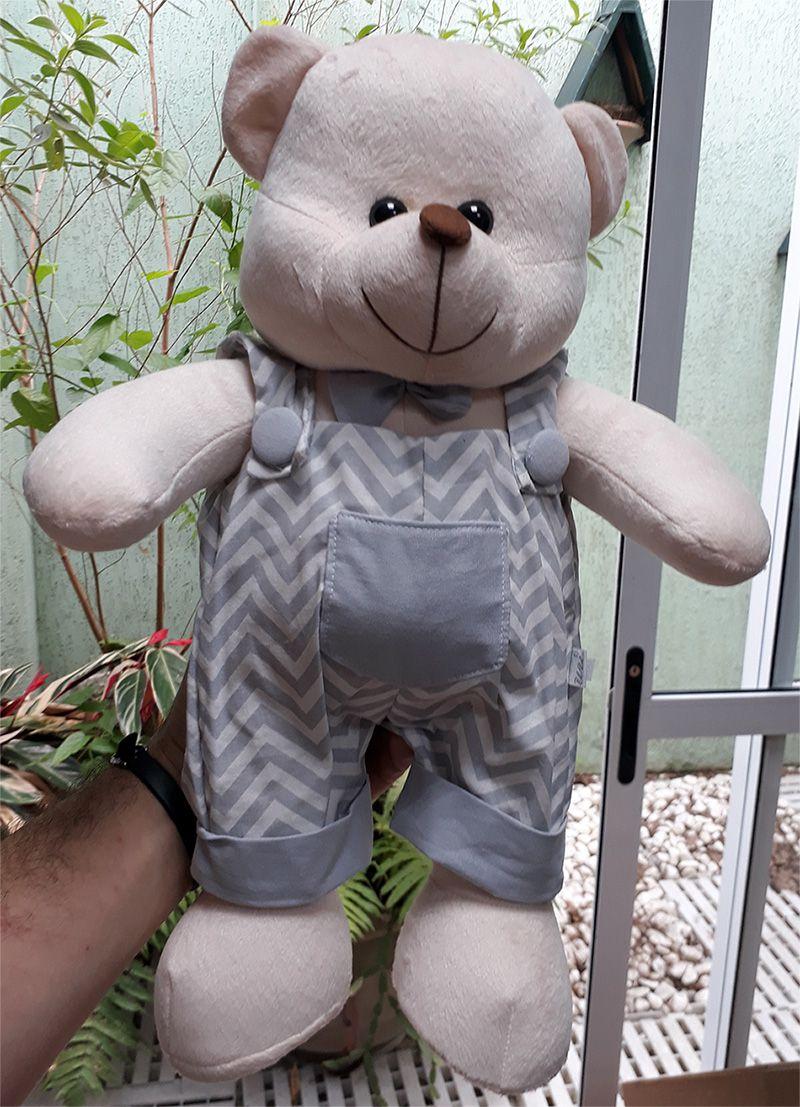 Amigo Urso de Pelúcia Jardineiro Miguel 45cm Ursinho Meigo Boneco Inseparável Com Jardineira! Crie seu Amigo !
