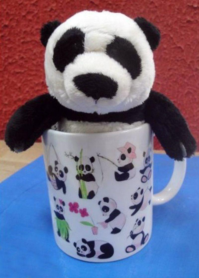 Caneca de Porcelana 330ml com tema Atividade dos Ursinhos Cute e também Acompanha Pelúcia Panda 15cm