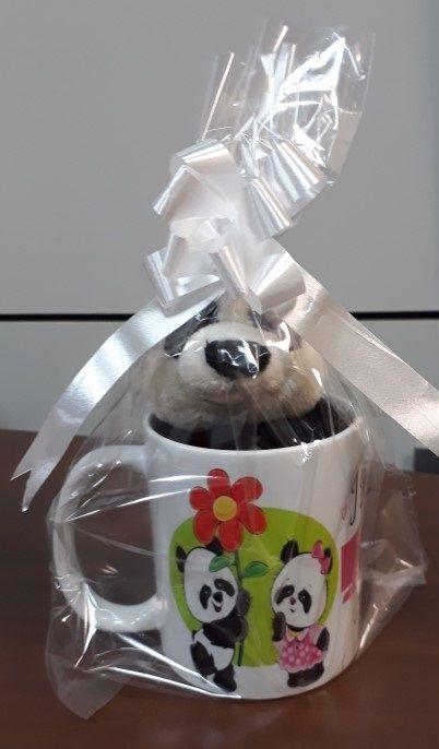 Caneca de Porcelana 330ml com Ursinho de Pelúcia Panda 15cm com a frase: I really LIKE you!
