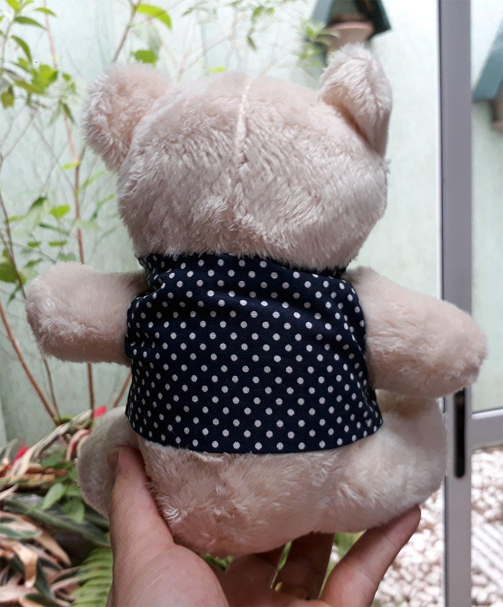Mini Urso de Pelúcia 20cm com Colete Azul de Bolinhas Ursinho Pequeno para decoração presente aniversário namorados artesanato enfeite quarto nicho decorações festas intantil bebê neném criança