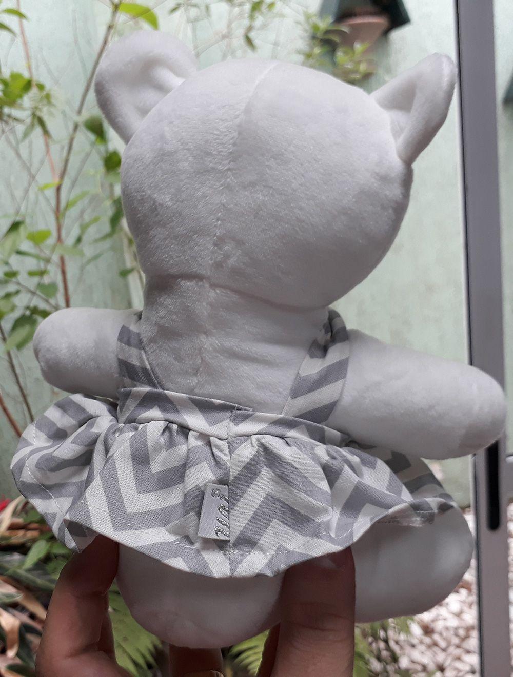 Mini Urso de Pelúcia 20cm com Vestido Listrado Cinza e Branco Ursinho Pequeno para decoração presente aniversário namorada artesanato enfeite quarto nicho decorações festas intantil bebê neném criança