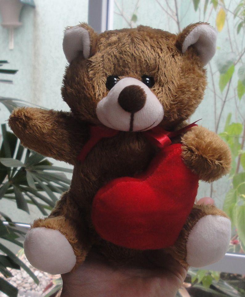 Mini Urso de Pelúcia 20cm Marrom com Coração Romântico e Lacinho Ursinho Pequeno para decoração presente aniversário namorados artesanato enfeite quarto nicho decorações festas intantil bebê neném