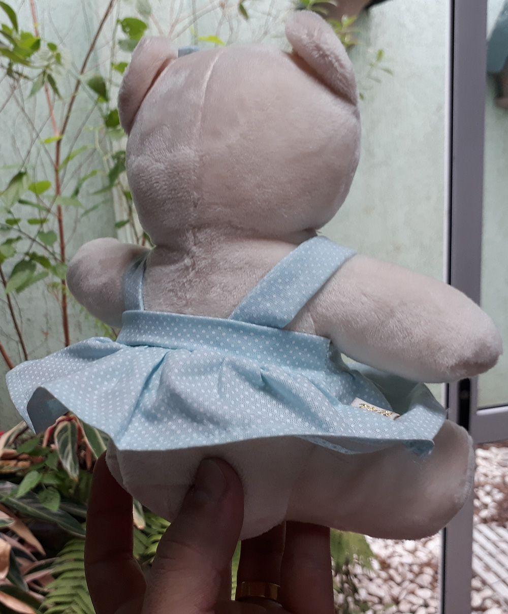 Mini Urso de Pelúcia Vestido Azul com Bolinhas 20cm - Ursinho Pequeno para decoração presente aniversário namorada artesanato enfeite quarto nicho decorações festas intantil bebê neném criança