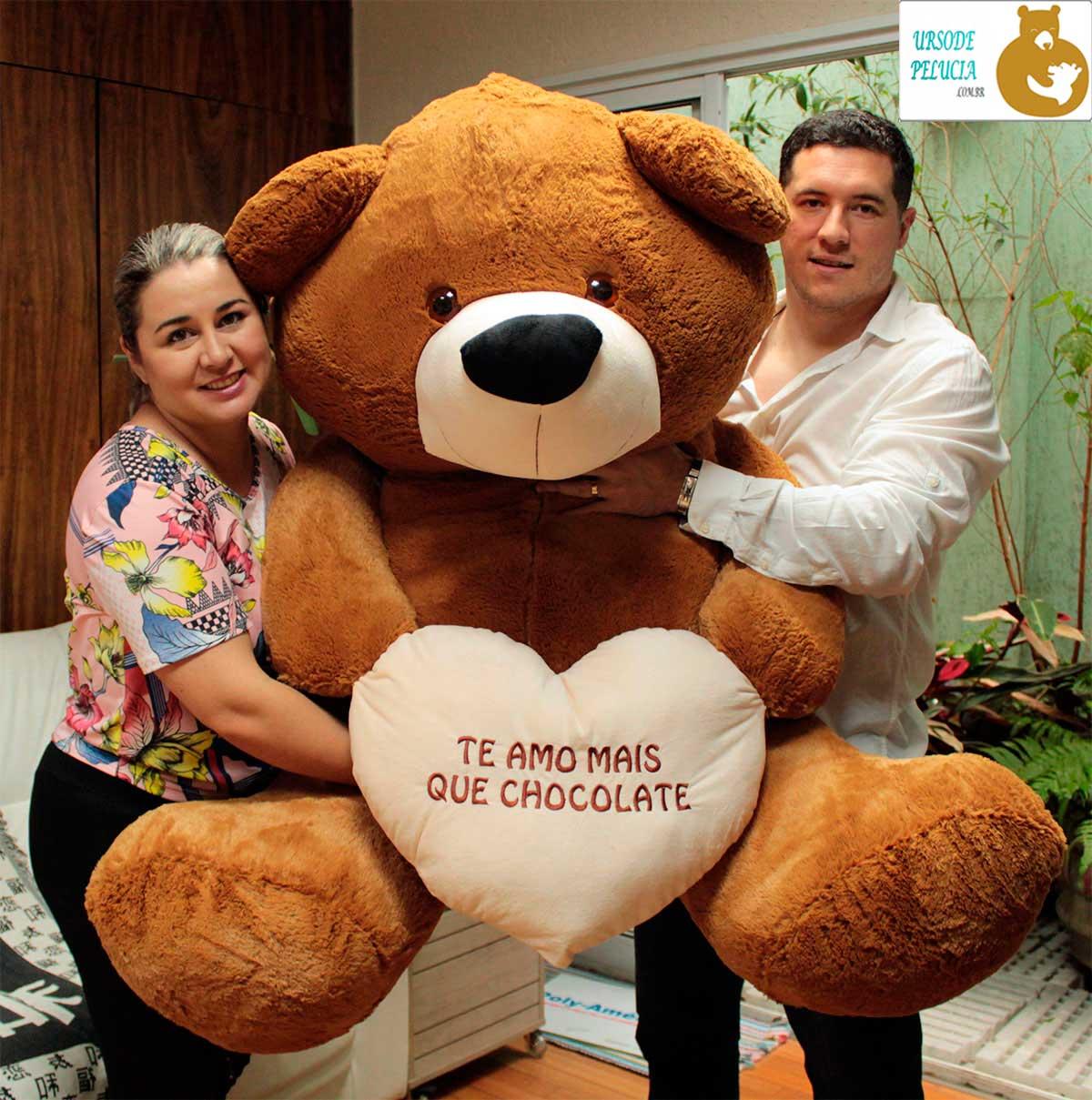 Urso de Pelúcia BIG Teddy Marrom Café Gigante Grande 1,30 metros ou 130cm de largura + Coração Te Amo Mais que Chocolate! Este é O presente ideal para os casais mais apaixonados!