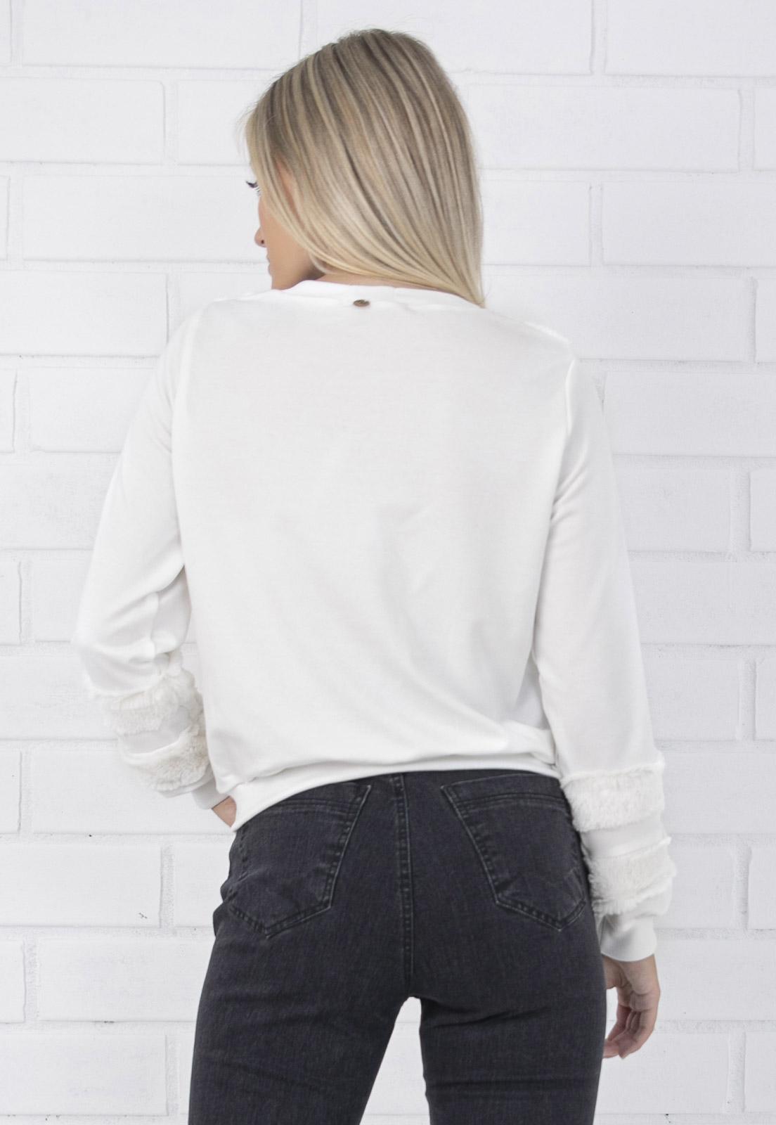 Blusa Moletom Feminina com Detalhes em Pelo Off White Pkd