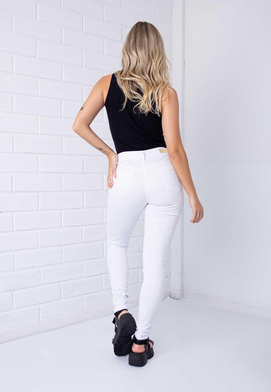 Calça Skinny Com Botões Encapados Branca Pkd