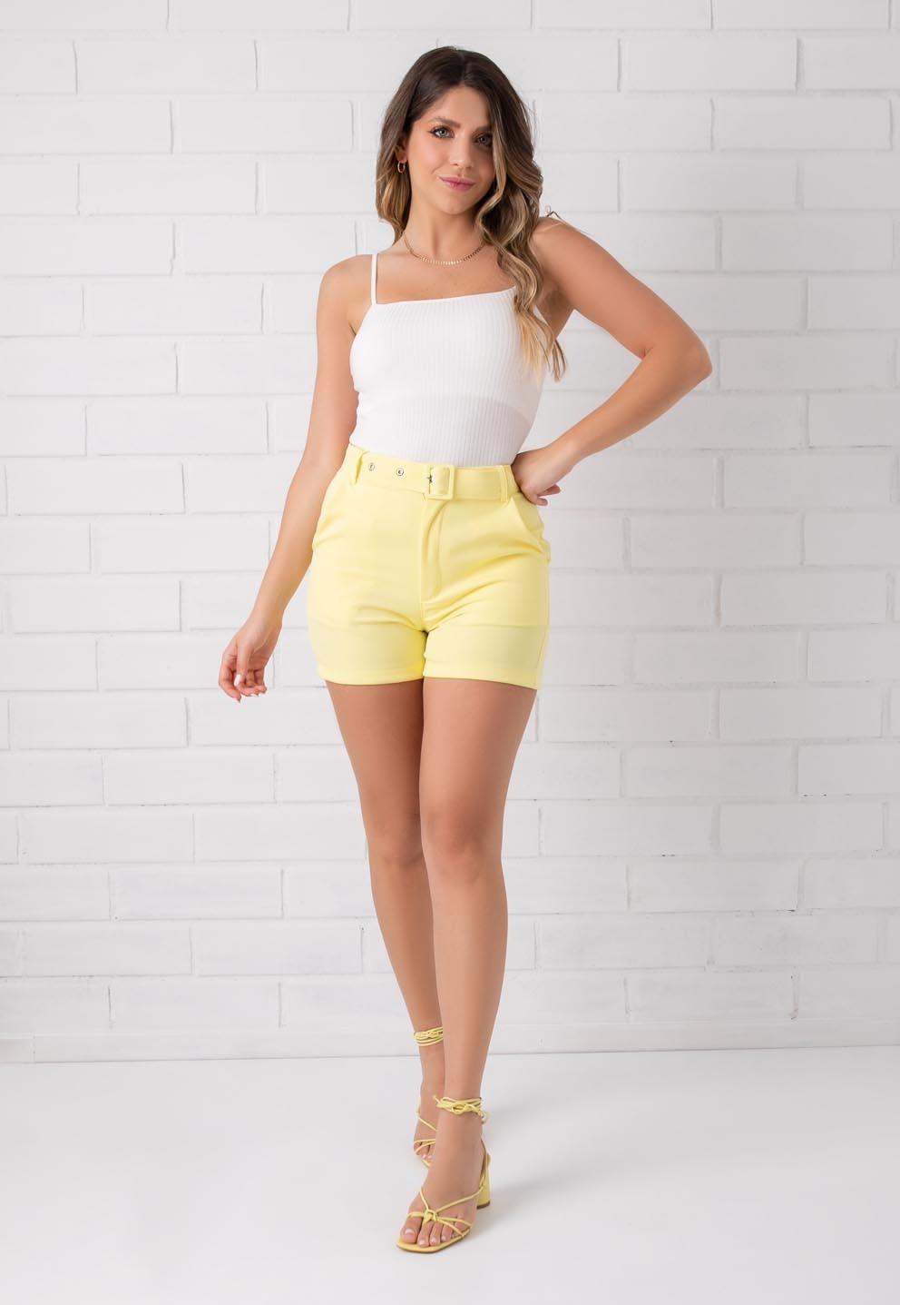 Shorts Pkd de Tecido Com Cinto Amarelo