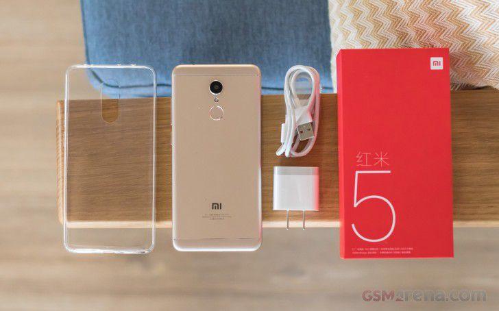 Smartphone Redmi 5 2GB Ram Tela 5.7 16GB Camera 12MP - Dourado  - PAGDEPOIS