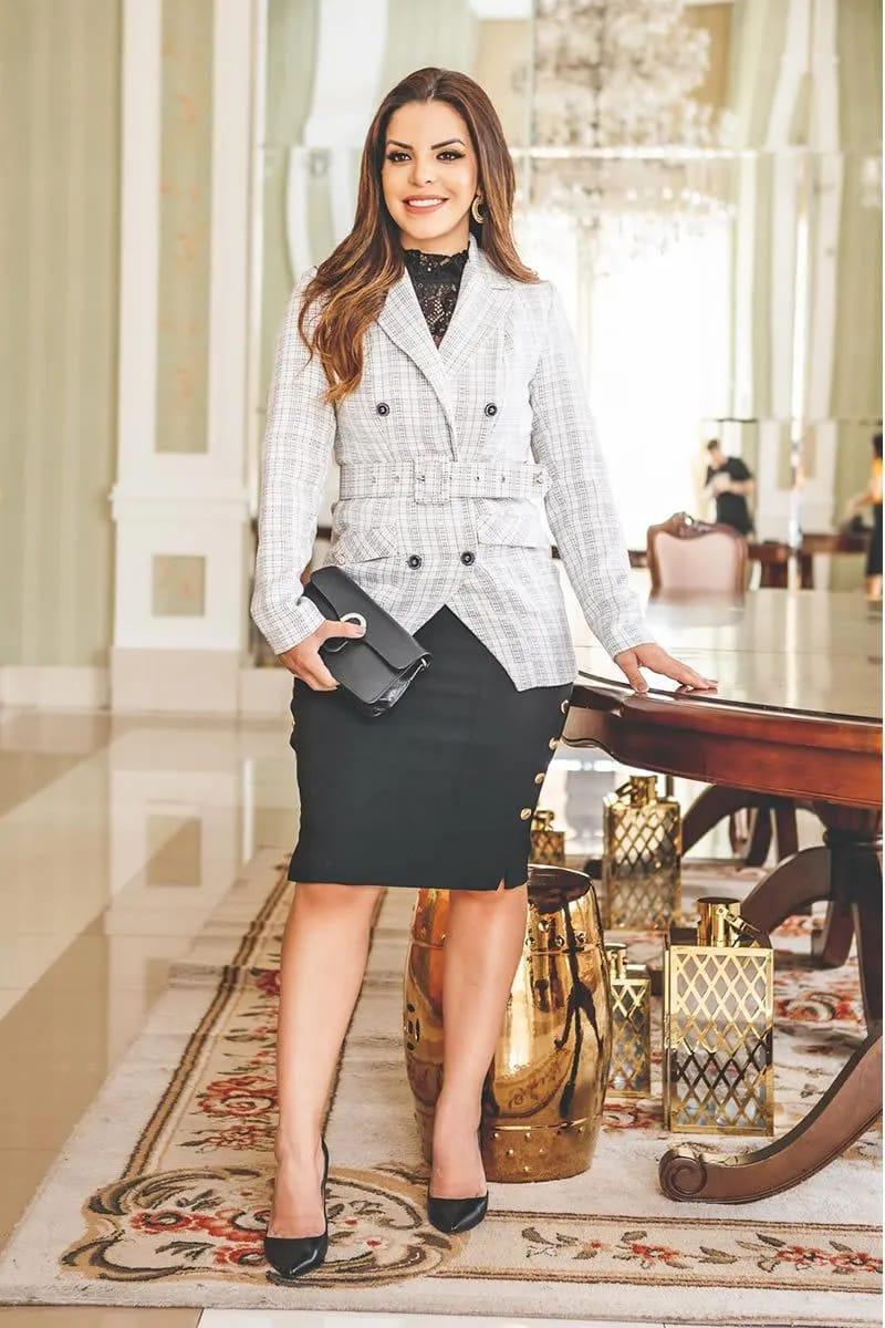 Blazer feminino em Tweed transpassado com cinto kauly