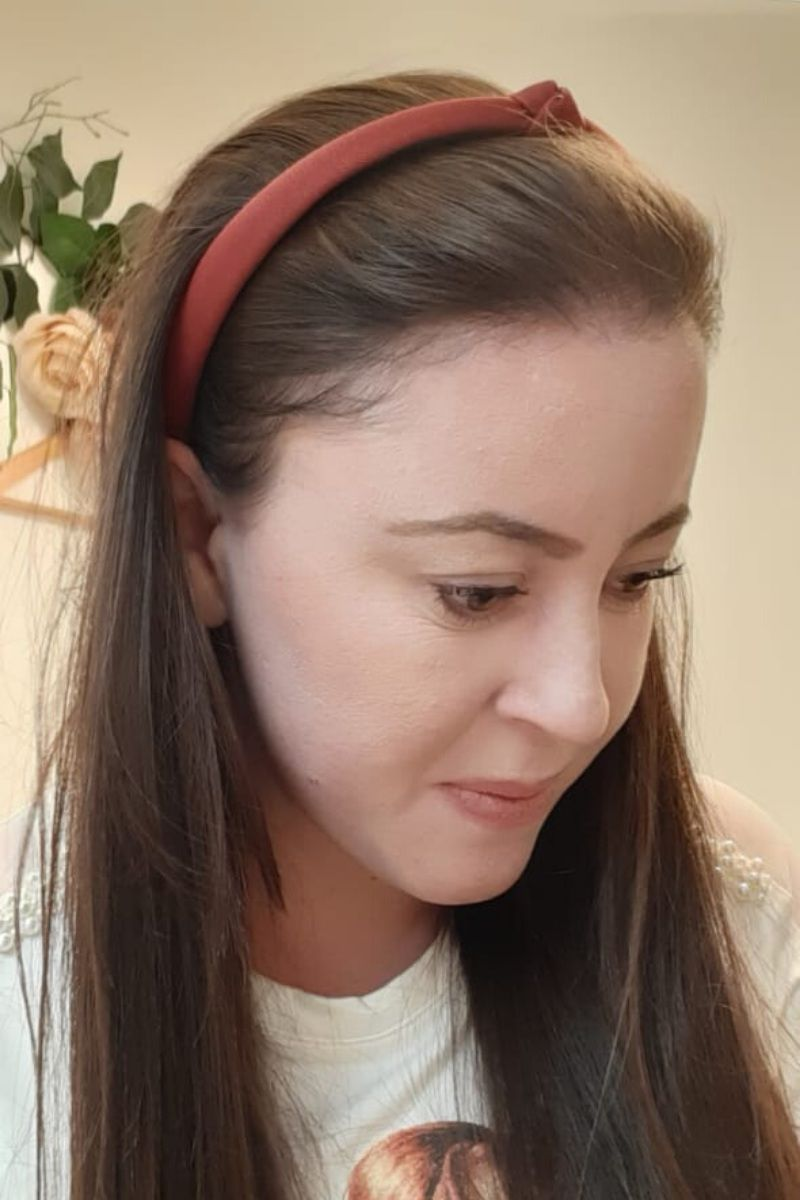 Tiara feminina em tecido com nó pequeno