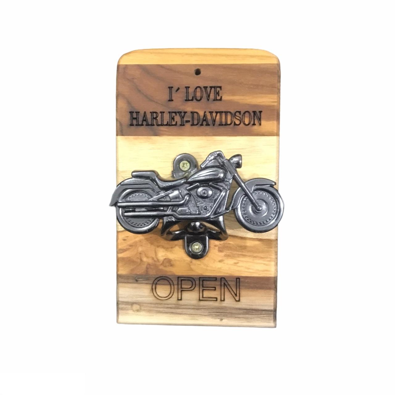 Abridor de Garrafa de Parede Harley em Madeira Teca 17 x 10 cm