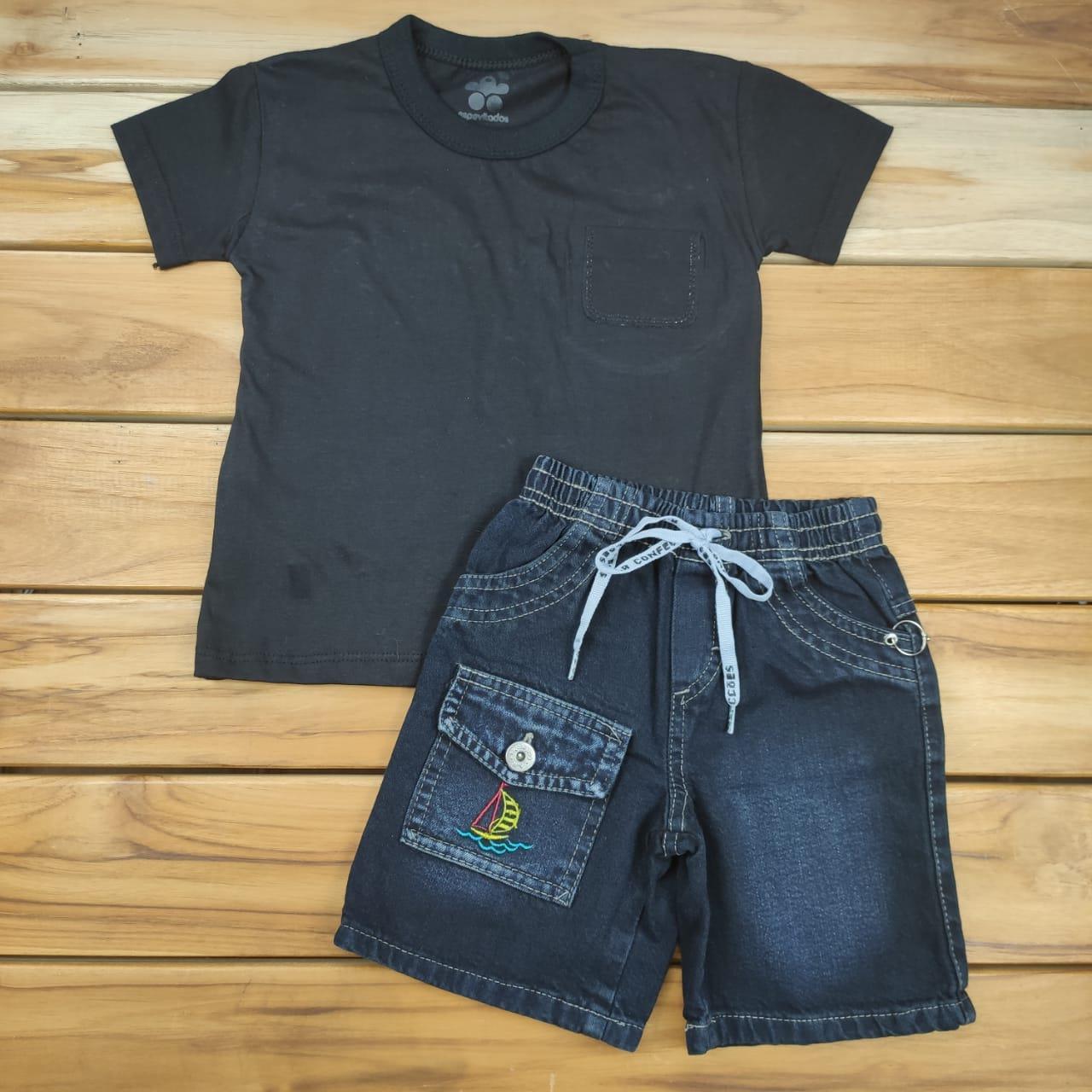 Conjunto Curto Camiseta Preta e Shorts Jeans
