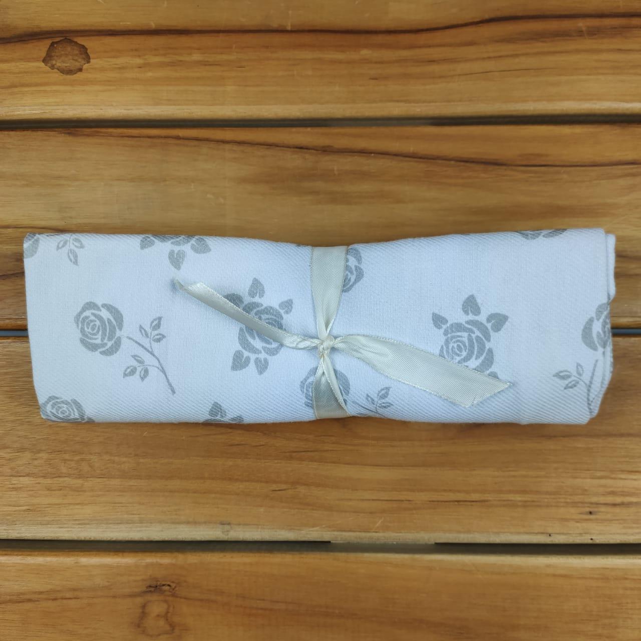 Cueiro Branco de Flores Mescla