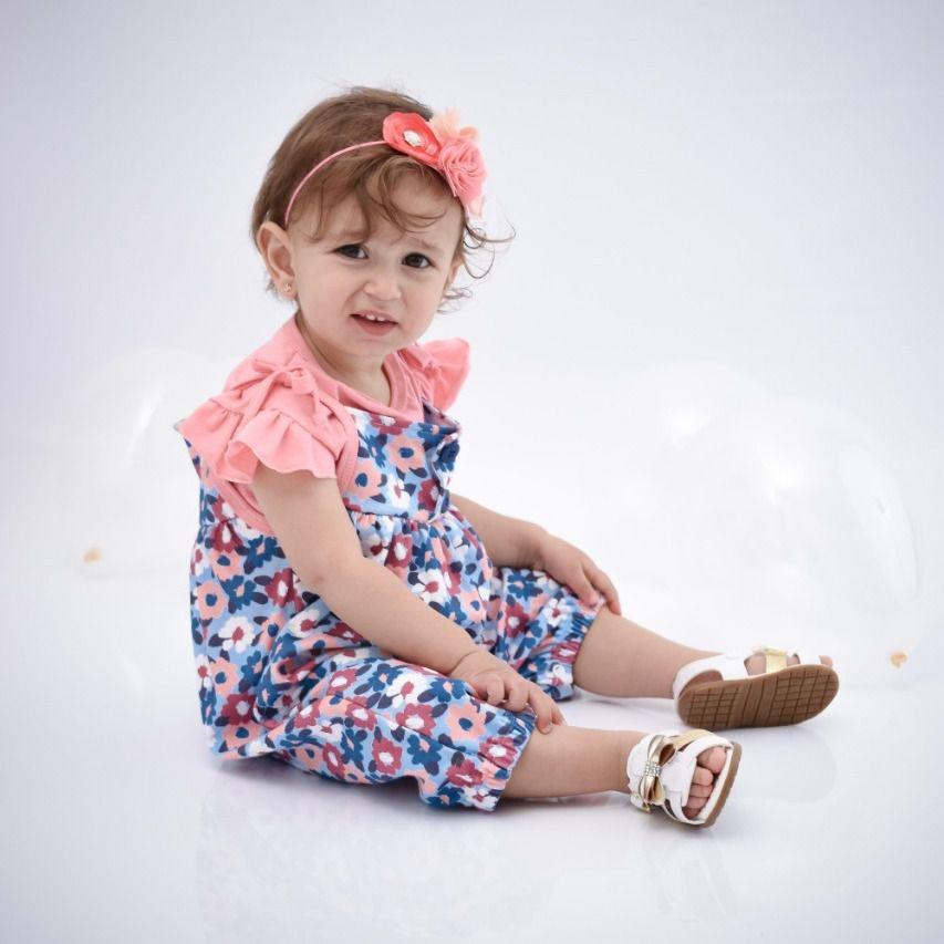 Jardineira Bebê Rosa Floral com camiseta