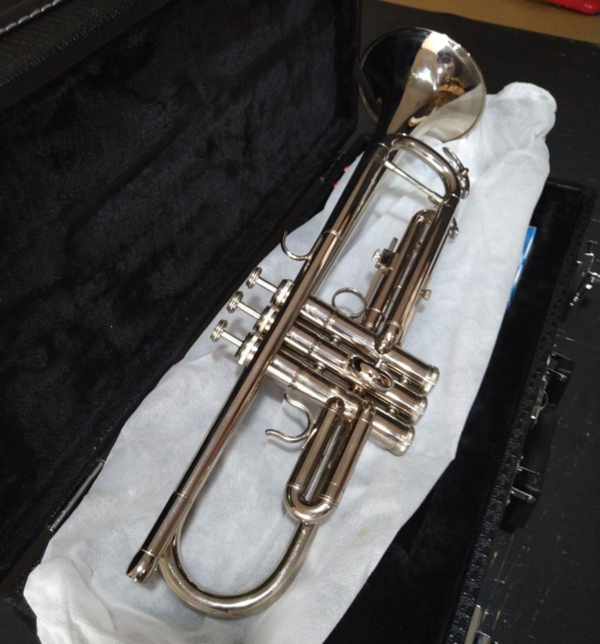 Trompete Schieffer Sib Niquelado com Case SCHTP003  - MegaLojaSP