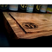 Tábua artesanal de corte para churrascos e assados