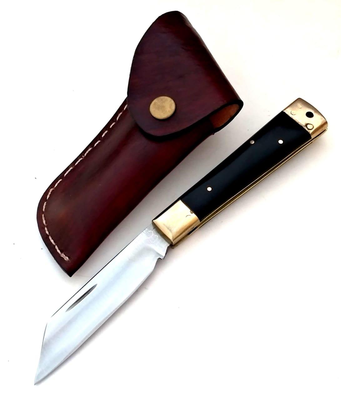 Canivete artesanal em aço carbono e chifre negro
