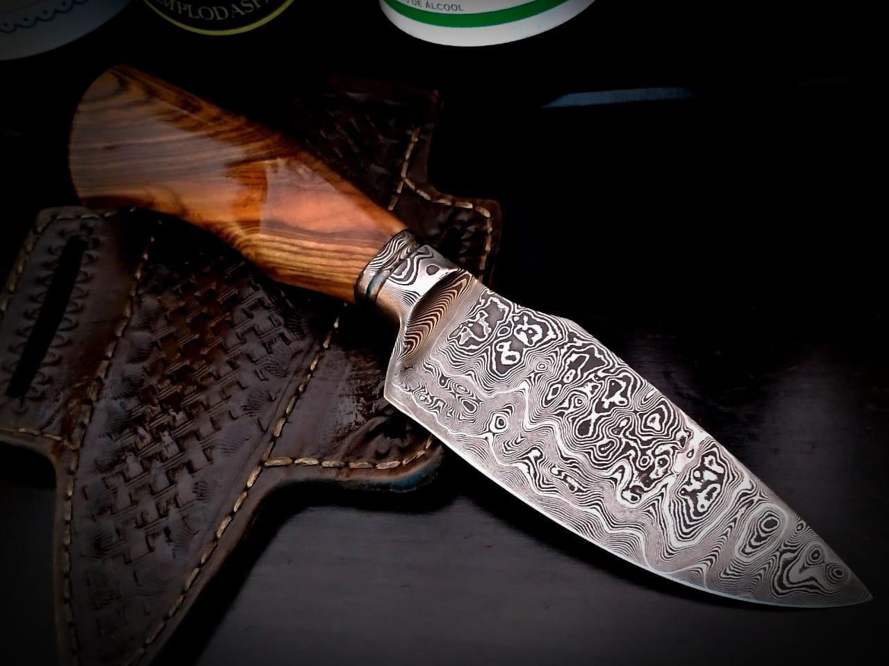 Faca artesanal charuteira forjada em aço de damasco padrão aleatório modificado 4,5 polegadas