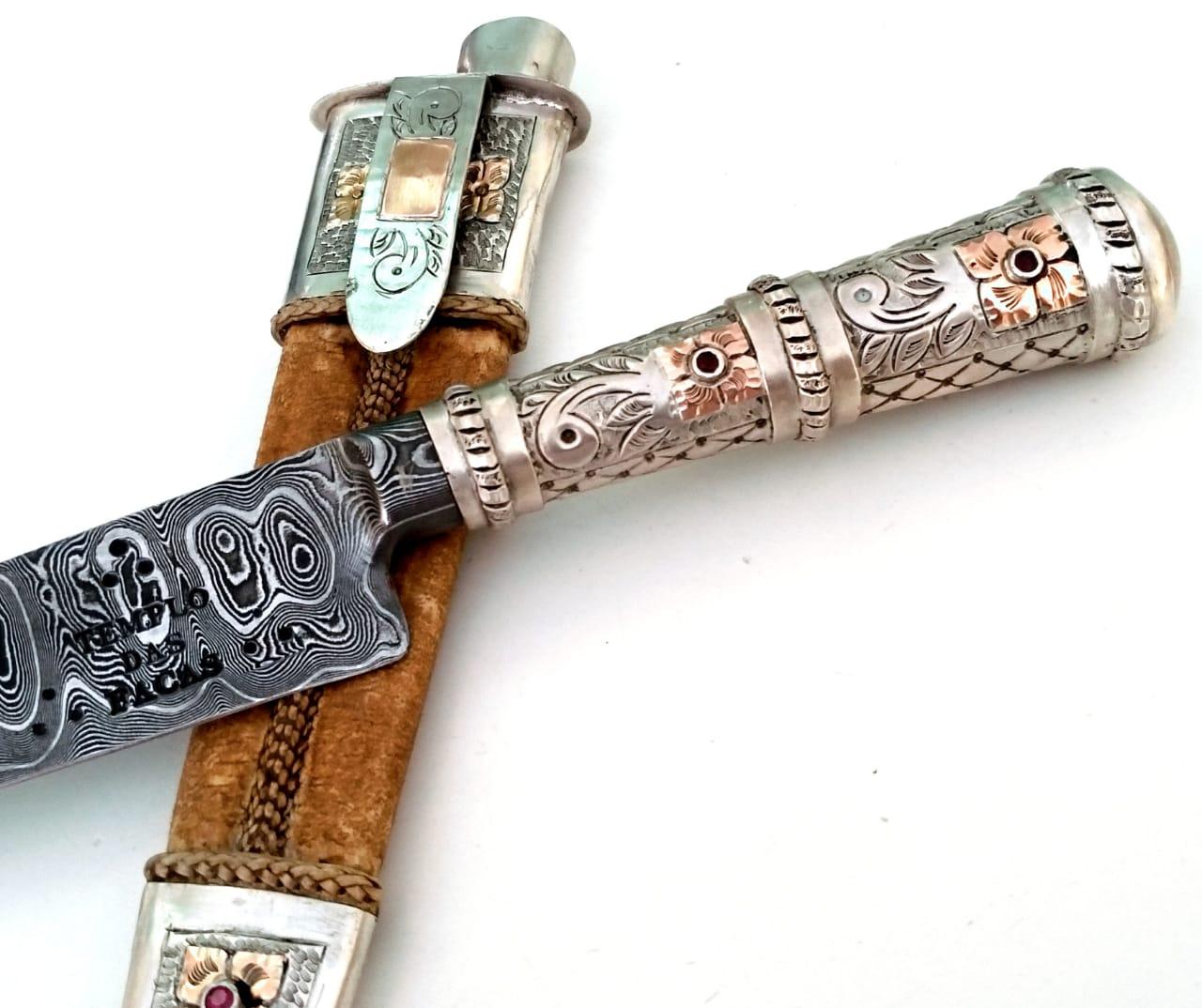 Faca artesanal forjada em aço de damasco picassa ouro e prata 8 polegadas