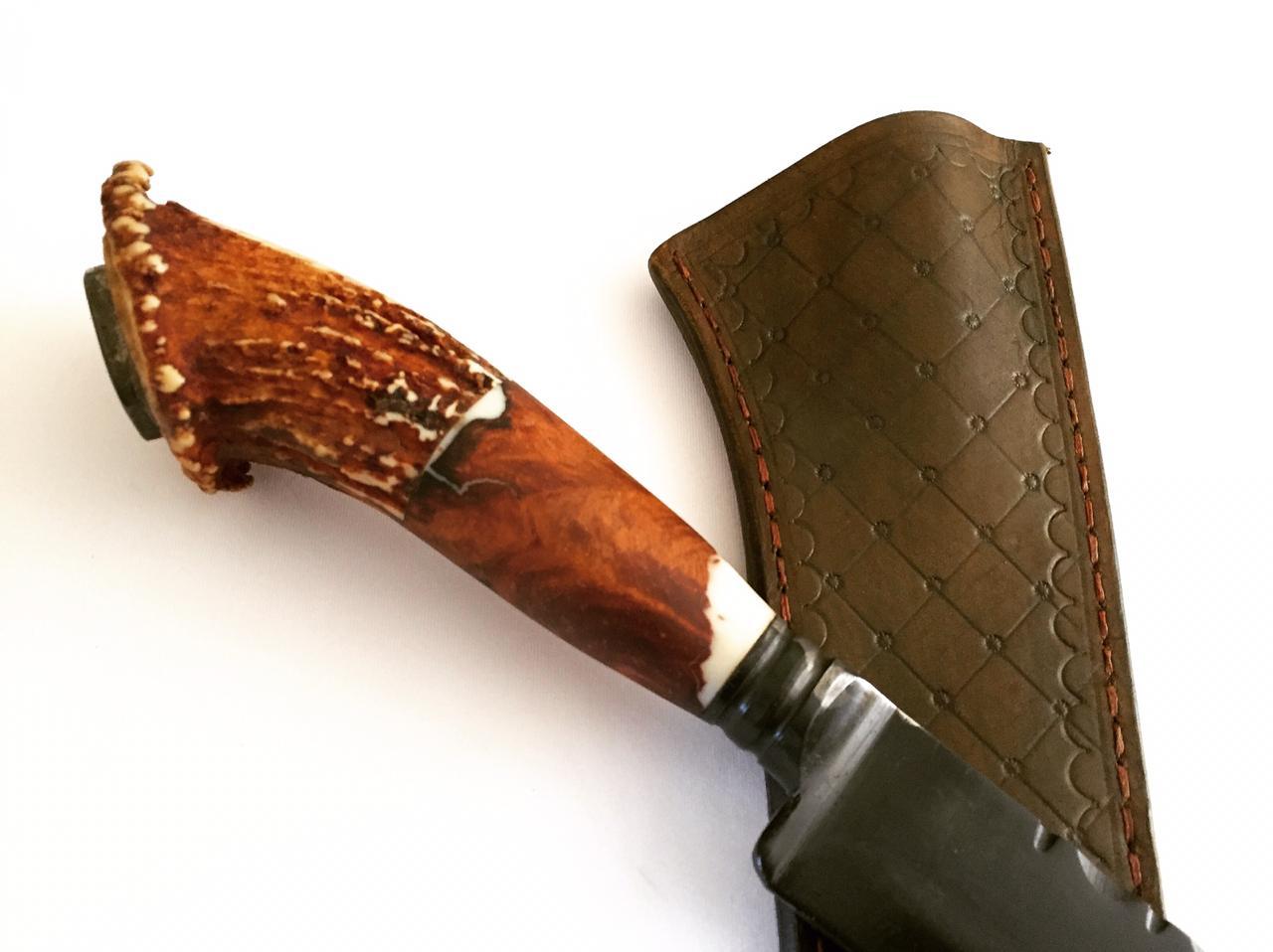 Faca artesanal forjada negra aço carbono  cabo cervo coroado 10 polegadas